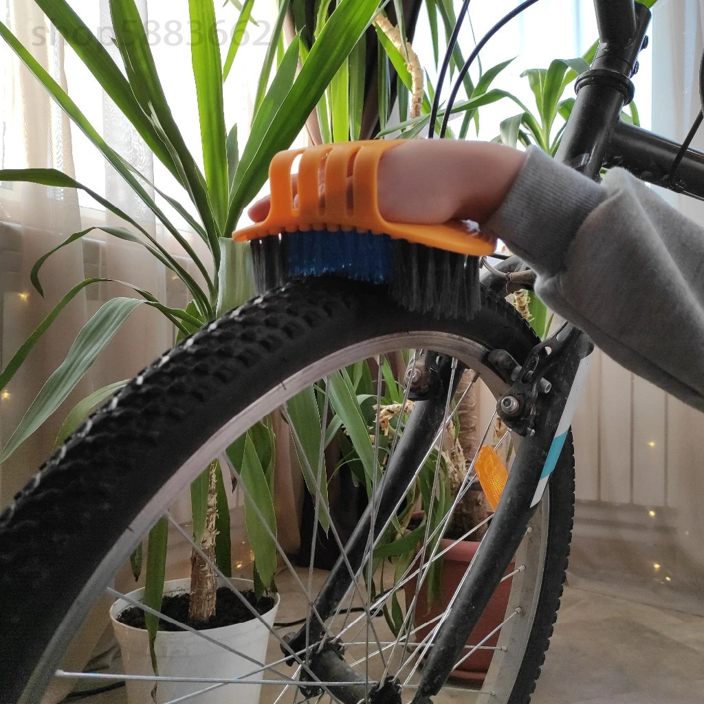 8 PCS Bike Chain Cleaner Clean Machine Brushes Cycling Cleaning Kit Bicycle Brush Maintenance Tool for Mountain, Road, City, BMX
